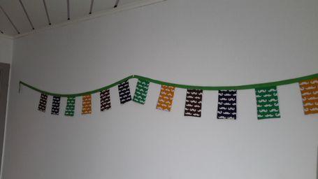 snorrenvlagjes, zelfgenaaide slinger, snor, eerste verjaardag