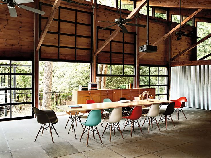 Great Dinning RoomModern Interiors Design, Offices Work, Garages Doors, Chairs, Eames House, Dining Tables, Home Offices, Herman Miller, Meeting Room