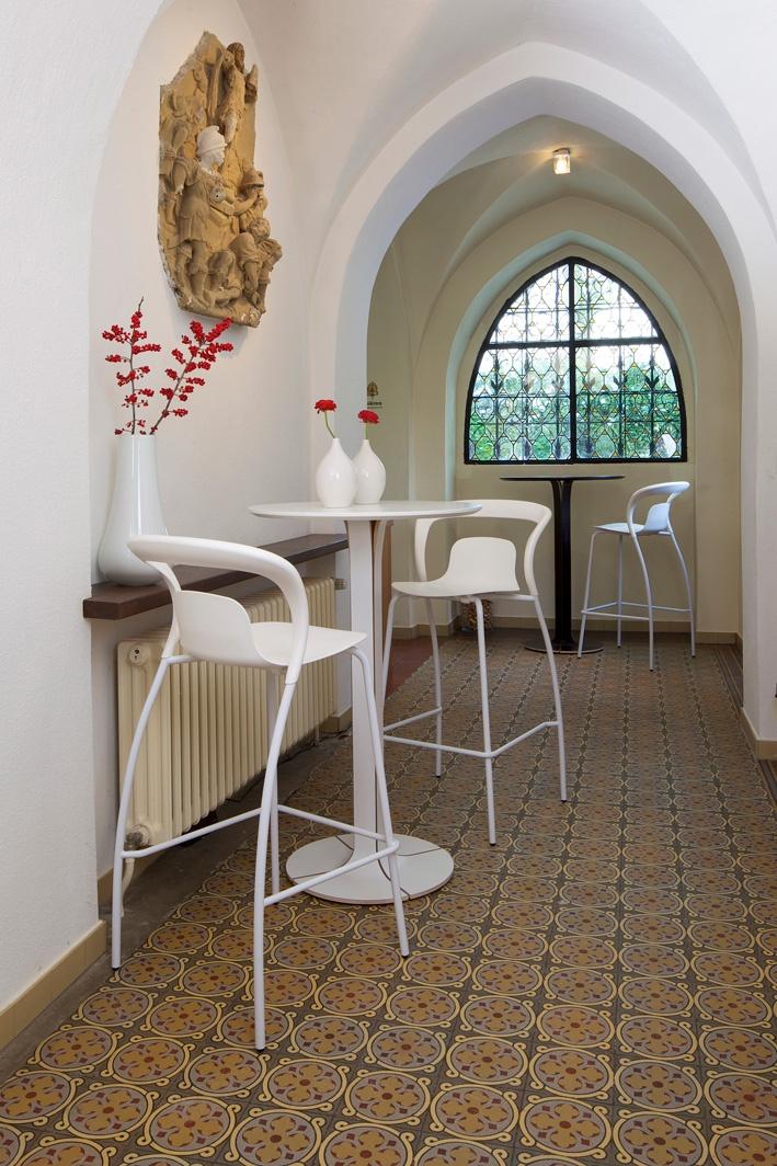 Una table, Einn chair. Decor ideas.