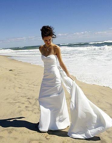 Love this for a beach wedding!