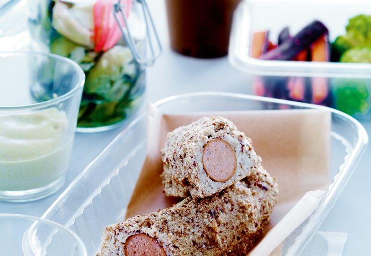 Imponera på din picknick med hemmagjord inbakad korv, gröna tillbehöv och kanske chokladmjölk.