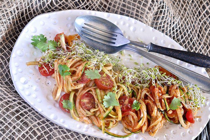 Makaron z cukinią i pomidorkami