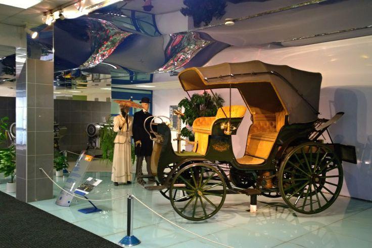 Takhle vypadá první auto vyrobené na našem území. Na cestách se řítilo rychlostí 25 km v hodině | Encyklopedie Radiožurnálu