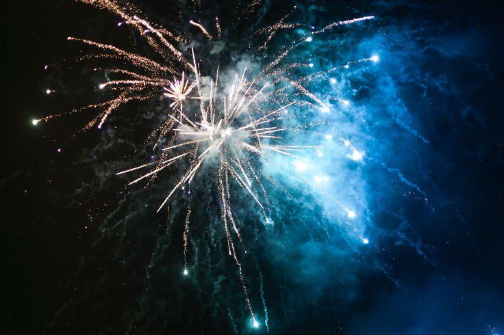 Aquí puedes descargar gratis esta imagen de unos fuegos artificiales muy bonitos en alta definición para tu web o blog. > http://imagenesgratis.eu/imagen-gratis-fuegos-artificiales/
