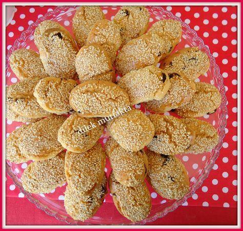 kurabiye sevmem diyenleri bile çıldırtacak kıyır kıyır, bayatlamayan bu nefis kurabiye arkadaşım Emel den, deneyin pişman olmaya...