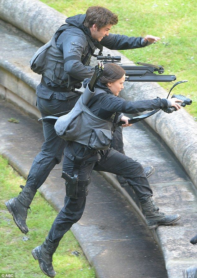Mockinjay Part 2, set photo. Gale and Katniss.