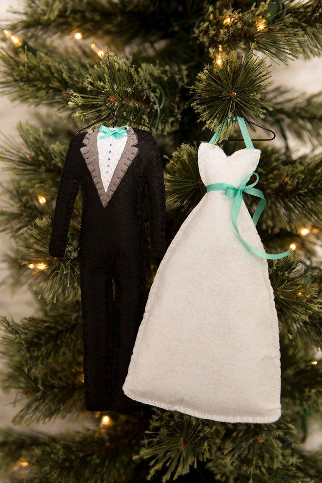 These handmade felt bride and groom Christmas ornaments are the cutest!