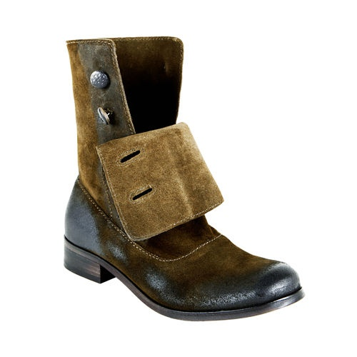 steve madden button up boots. Lordy, this makes me wish Steve Madden shoes fit my feet.