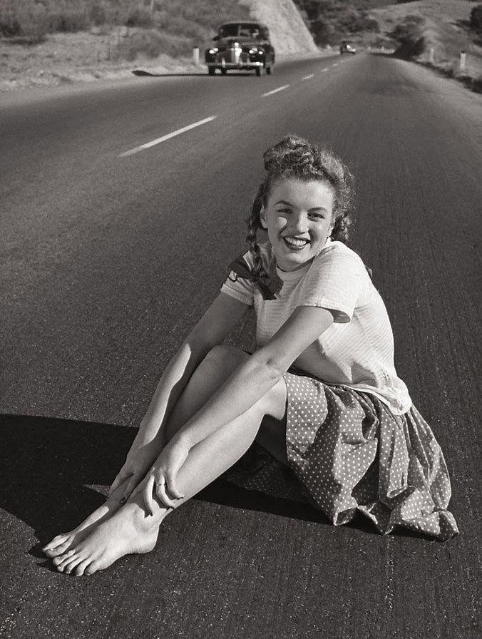 Image Result For Marilyn Monroe Feet  Camera  Marilyn -8394