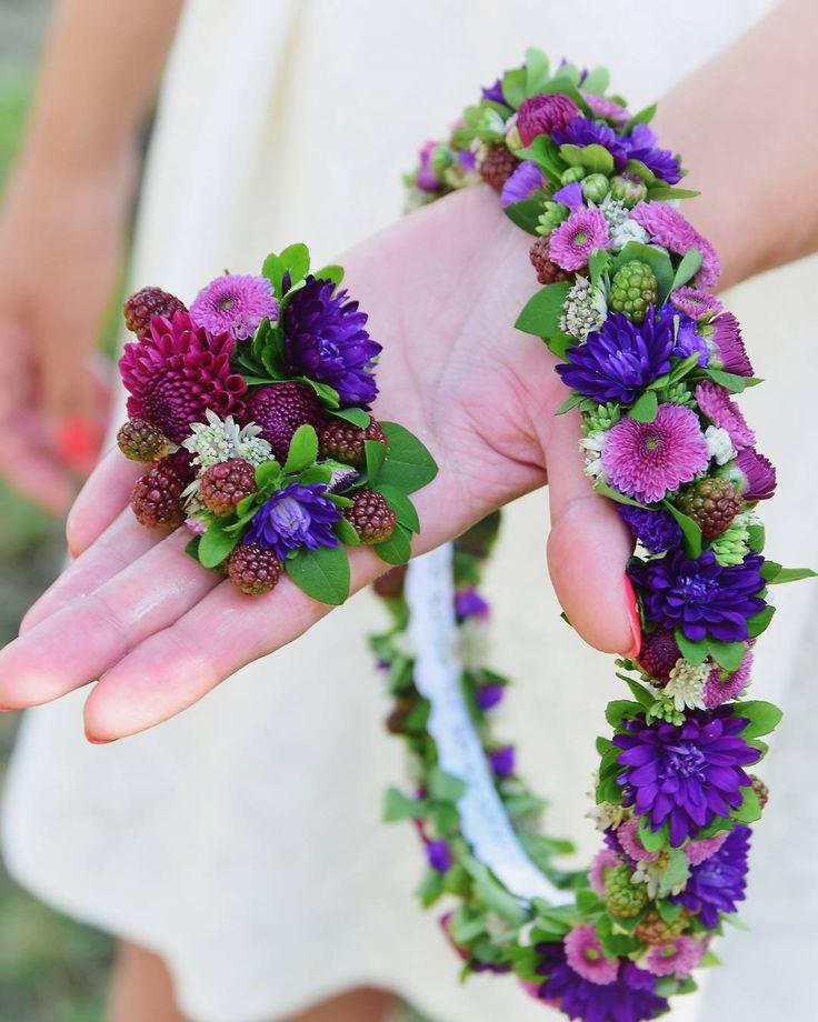 Jagody we włosach?  We włosach Jagody? Tak!  Ślubny wianek i butonierka z ostatniego ślubu  fot. @monikabartz_photo   #wianek #wianuszek #wianekslubny #butonierka #kwiatynaslub #kwiatysapiekne #kwiatywewlosach #kwiatoholicy #kochamkwiaty #slub #slub2017 #wreath #floralcrown  #flowerlovers  #purple #wedding #boutonniere #brideflowers #groom #wroclove #kwiatowelove #kwiaciarniafloris #psiepole