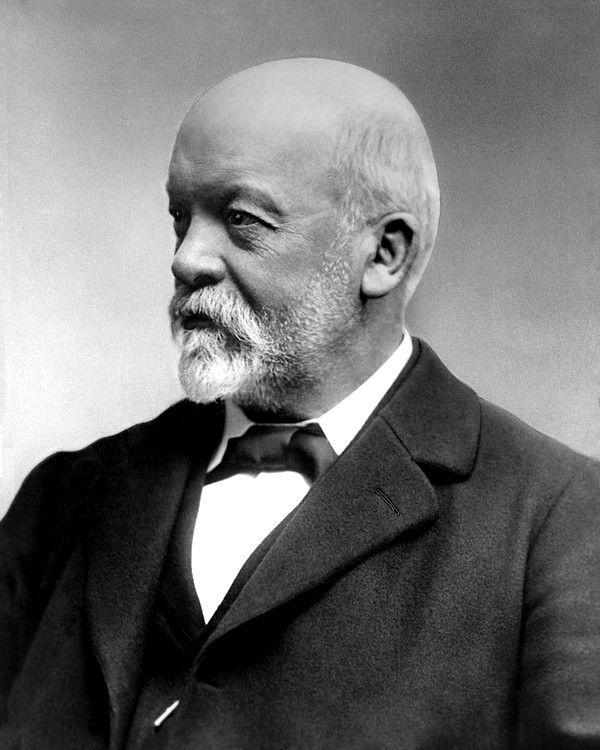 Gottlieb Daimler, né Däumler en 1834 mort en 1900, inventeur des moteurs à essence, pionnier de l'automobile, inventeur de la moto en 1885, et fondateur de la marque d'automobile Daimler rebaptisée Daimler-Benz, puis Mercedes-Benz en 1926.