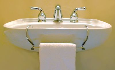 Pedestal Sink Towel Bar - TowelTender™ ...one option, since i can't commit to making holes in the walls yet...
