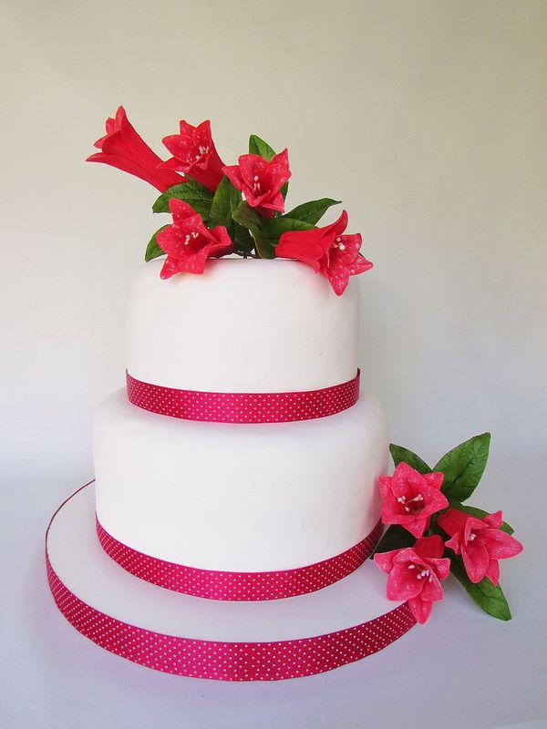 Arreglo Floral Floressalahi.cl torta con copihues | Flickr - Photo Sharing!