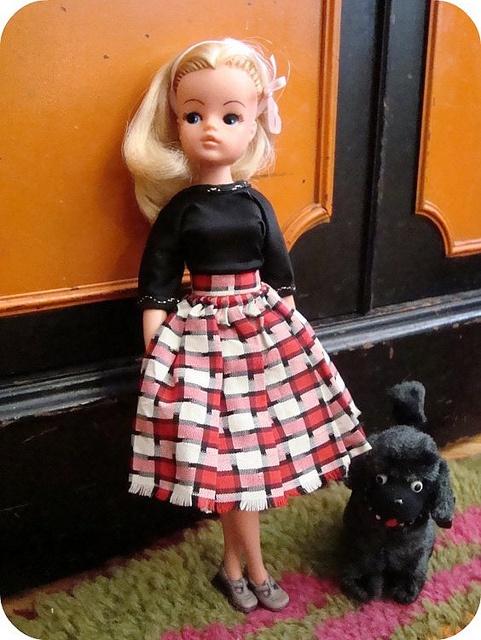 Sindy..Heb er nu nog spijt van dat ik al mijn Sindy- en Barbiepoppen destijds heb weggeven aan het zusje van mijn vriendin..