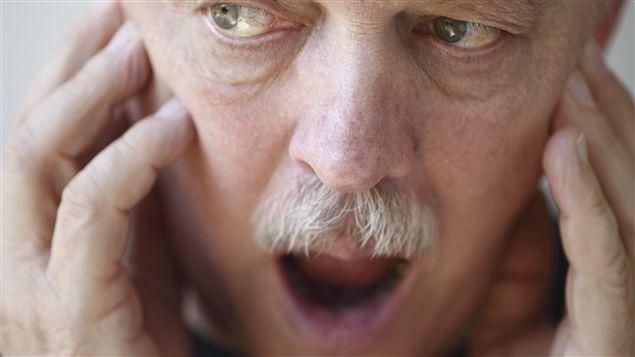 Saviez-vous que de 10% à 15% de la population souffre d'un problème à la mâchoire? Le physiothérapeute Denis Fortier a préparé ce court test pour vous aider à évaluer votre risque d'avoir un trouble lié àl'articulation temporo-mandibulaire.