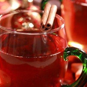 Пізнайте зігріваючі трави та додатки до чаю і кави, які не дадуть вам замерзнути в холодні осінні чи зимові дні.