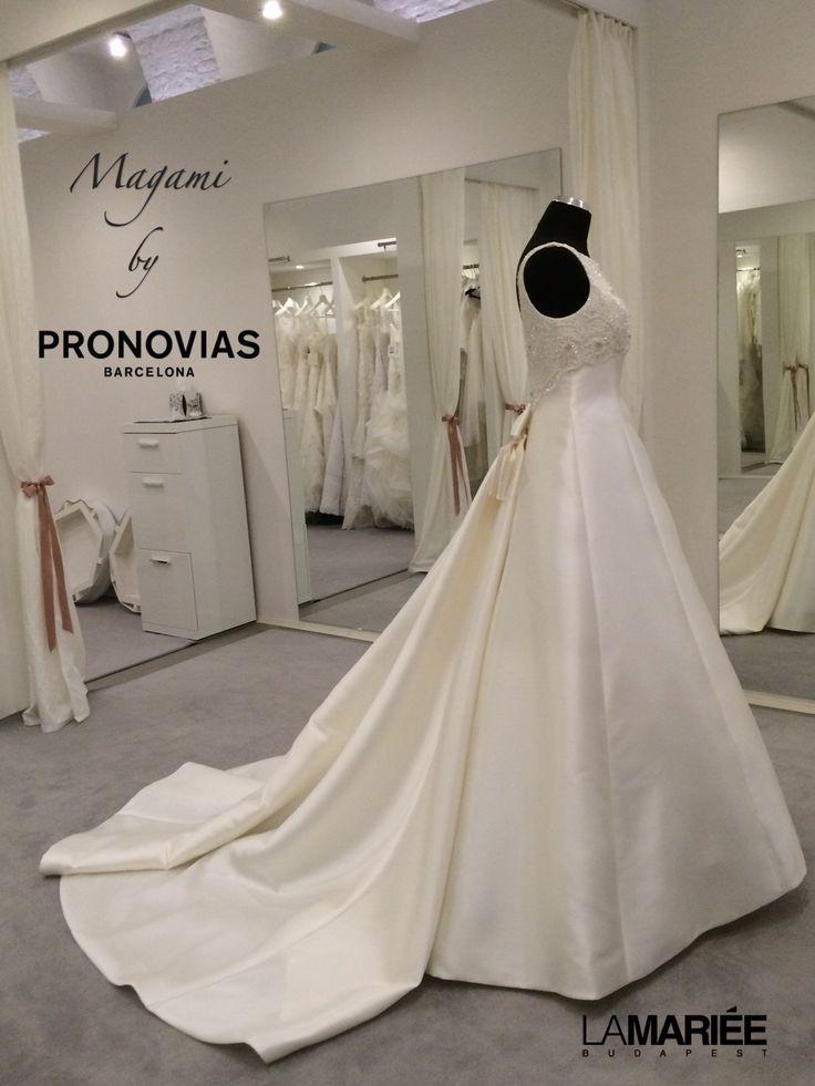Magami esküvői ruha - Pronovias kollekció http://lamariee.hu/eskuvoi-ruha/pronovias/magami