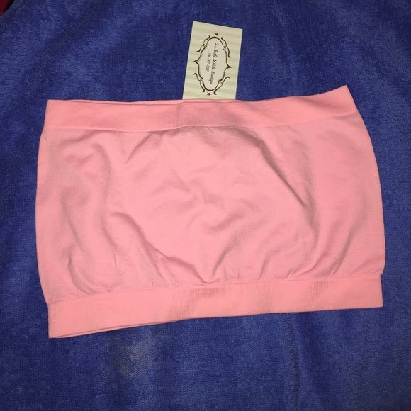 Pink bandeau top 💖🌟 Top is from a boutique in Miami (NWT) and its one size. Stretchable 95% Nylon and 5% Spandex. 🚫NO PP 🚫NO TRADES Tops Crop Tops