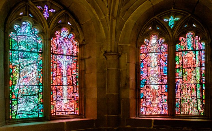 Hereford Cathedral: the stained glass windows of the Audley Chantry, created by Tom Denny and installed in 2007, celebrate the spirituality and religious writings of the priest and poet Thomas Traherne (c.1636-1674), educated at Hereford Cathedral School and Brasenose College, Oxford. Photo via https://pin-sharp.blogspot.co.uk/2016/08/tom-denny-stained-glass-hereford.html