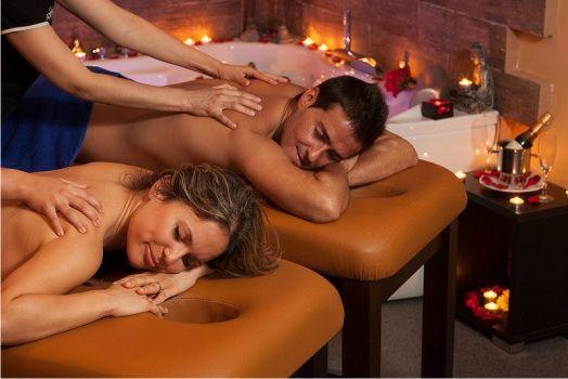 Jacuzzi privado y masaje en pareja en spa en Valencia. Ideas románticas para celebrar ocasiones especiales y para un regalo muy romántico.