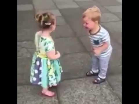 L'emozione del primo bacio!! Li rivedrei all'infinito! - YouTube