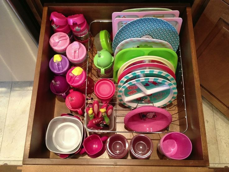 Dish drying rack as kid / toddler plate, bowl, sippy cup, and silverware organizer. (Great idea!!)