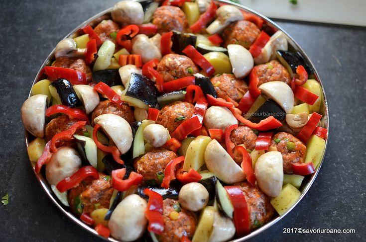 reteta chiftele la cuptor pe pat de legume