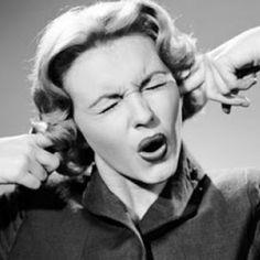Tinnitus of oorsuizen: naar schatting 15% van de bevolking wordt er in meer of mindere mate knettergek van. Loop jij ook met zo'n irritante fluittoon de muren op, of heb je soms last van overgevoelige gehoororganen? Dan kan deze simpele oefening je misschien wat rust bezorgen. De methode is gebaseerd op een Chinese yogaoefening die de – … Continued
