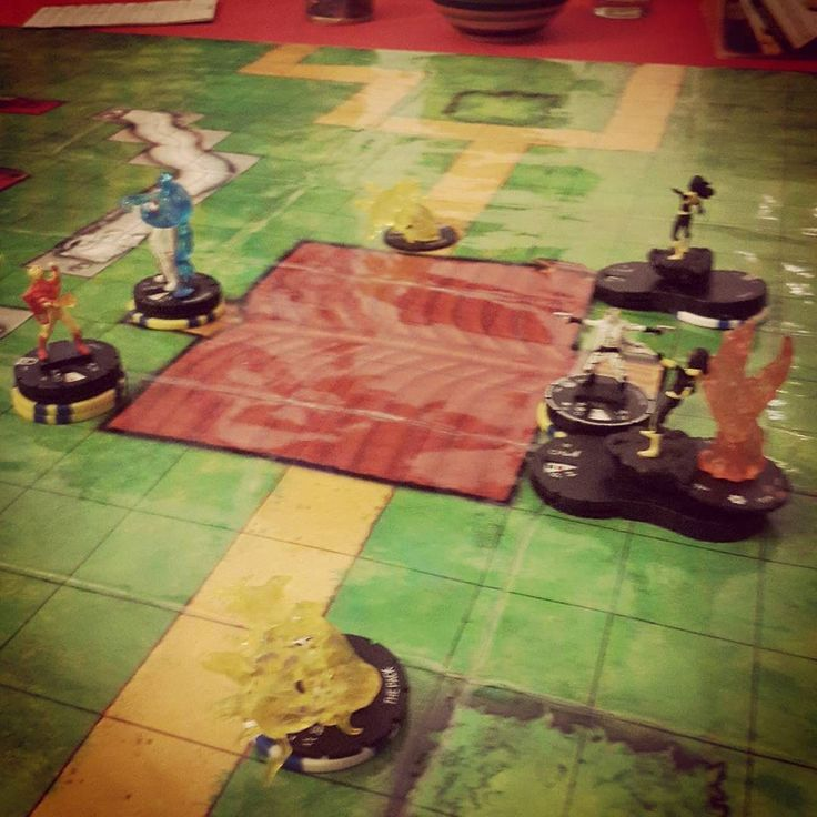 There's some craziness going on here #heroclix #ussdauntless