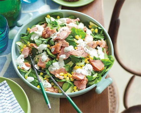 Salmon and spinach salad with sesame dressing