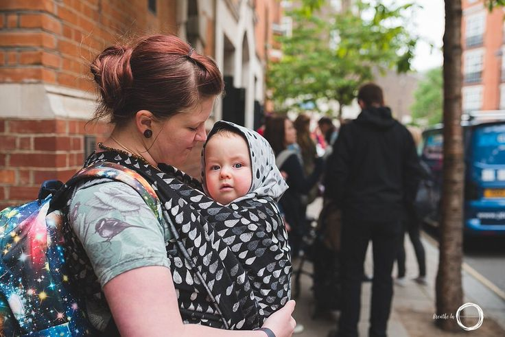 Mom and baby in Woven Wings wrap waiting to get into the Wrap Show in London, UK. #wovenwings #londonwrapshow #babywearing