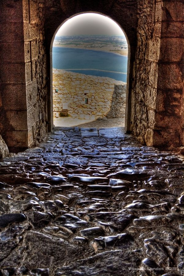 Palamidi castle Palamidi is a fortress in Nafplion which was constructed in 1687 by the Venetians, after the capture of the hill on which it is located, after a fierce battle with the Ottomans during the Venetian-Turkish War. The hill on which is a height of 216 meters and climb Palamidi either via motorway or via a staircase with 999 steps.