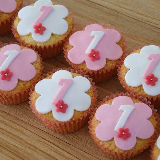 Cupcakes voor de eerste verjaardag van een meisje