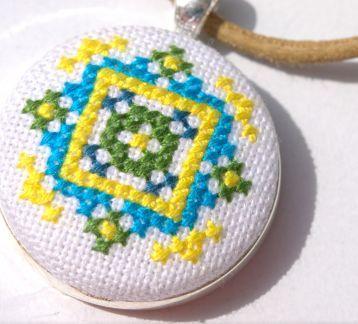 Mavi Yeşil Mandala Etamin Kanaviçe Kolye
