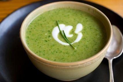 Deliciosa receta de crema de cilantro con nuez, una gran combinación de sabores que hacen una gran entrada.
