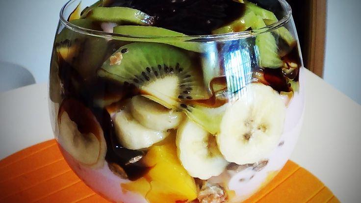 Parfait de frutas y muesli
