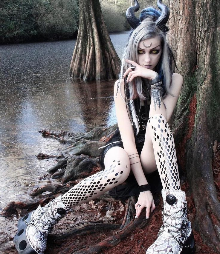 """""""Amazing editorial photo from @psychara wearing our dragon tights ⚡️"""""""