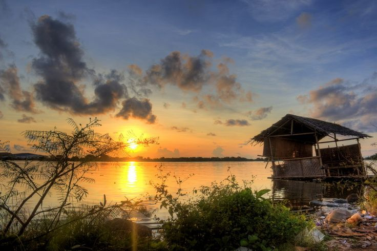 Sunset-at-losari-s-corner-makassar-indonesia