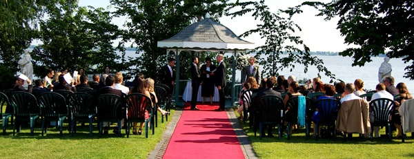 Romantic ceremony under the gazebo by the lake at Chateau Vaudreuil. Event by: MJ Weddings & Events. Location: Montreal, Quebec