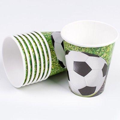 """Avant, pendant ou après un match de foot ces gobelets sont les bienvenue pour assouvir la soif de vos convives !   Ils sont aussi indispensables, pour la décoration de table d'une fête, d'un anniversaire, placé sous le thème du foot ! Pensez à les associer avec d'autres produits typés """"foot"""" pour un beau rendu."""