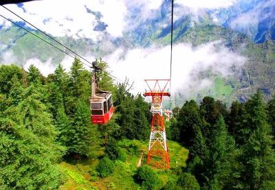 Auli is the striking small town in the Chamoli district of Indian State Uttarakhand. It is among the best Skiing destinations in India encircled with very pleasing grasslands.