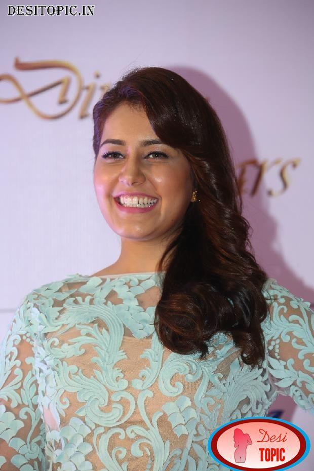 Sexy Actress Rashi Khanna At Memu Saitham Dine With Stars