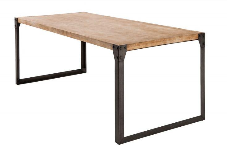 Luxusní industriální stůl v kombinaci s masivním dřevem a kovem.
