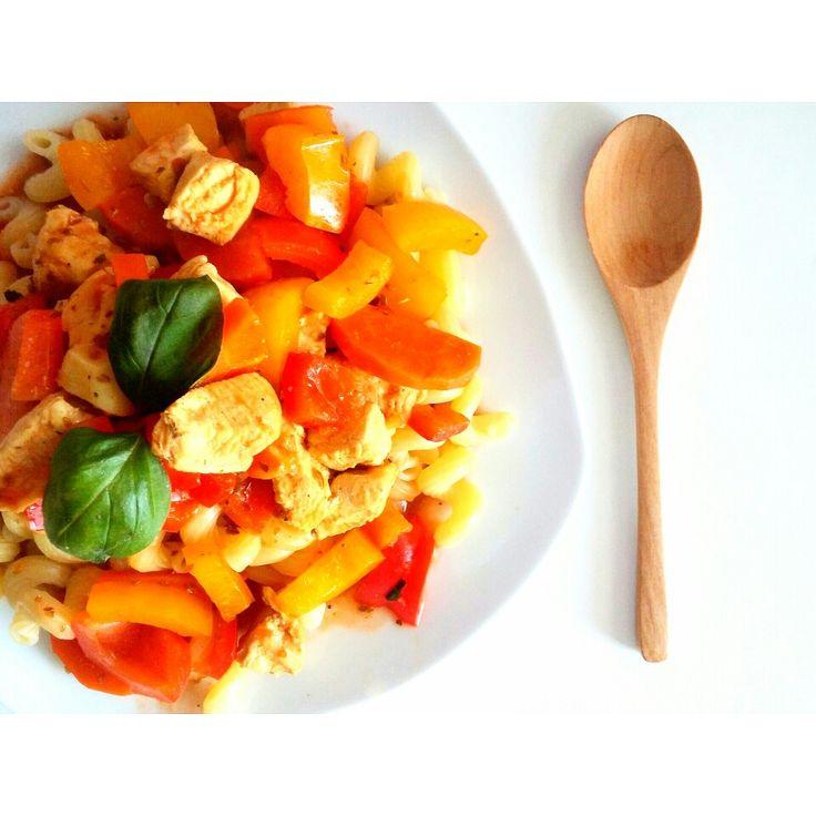Niedziely obiad: gulasz z kurczaka, papryki i marchewki 😉 -->   Zapraszam moją stronę na fb https://m.facebook.com/eatdrinklooklove/ ❤  Sunday dinner: chicken stew, peppers and carrots 😉 -->   I invite my page on fb https://m.facebook.com/eatdrinklooklove/ ❤