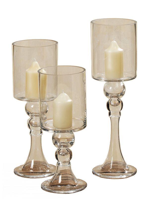 Ce este mai potrivit pentru decorul oricărui eveniment decât setul de 3 pahare pentru lumânări. Setul conţine 3 pahare de sticlă cu picior de înălţime cuprinsă între 30 şi 40 cm.