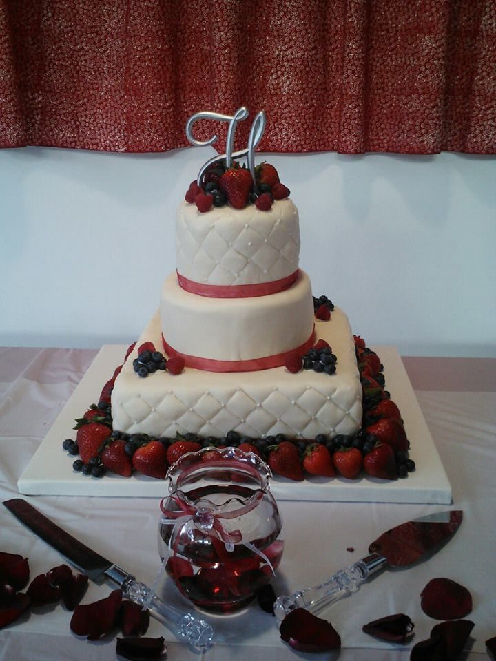 wedding cake with fruit topping 1000 images about fruit topped wedding cakes on 26900