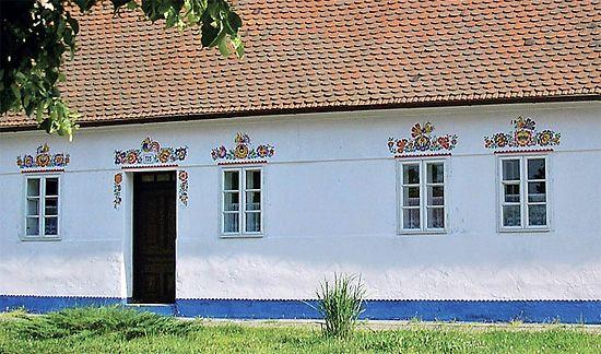 MORAVSKE ORNAMENTY | Malované ornamenty, kdysi typické pro domy na moravském Slovácku ...