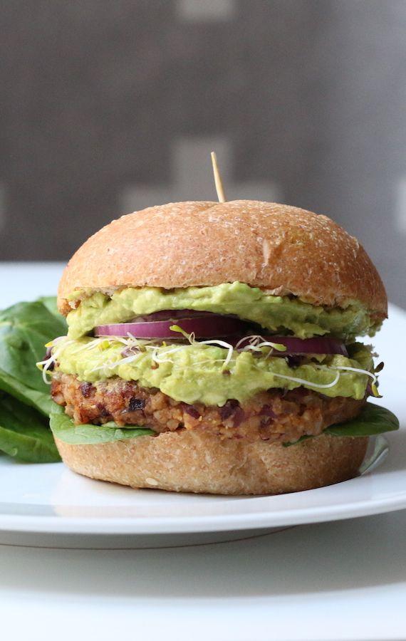 Burger végétarien aux haricots noirs, patates douces et double guacamole | Morgane Who