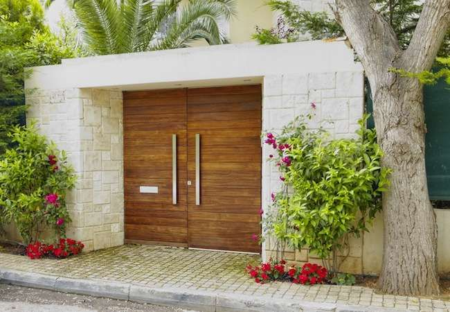 15 Eye-Catching Options for Your Front Door