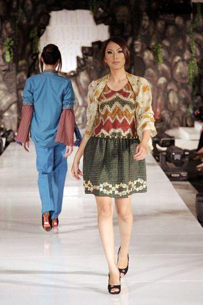 Neglect 010   #lurik #modernlurik #traditionalpattern #batik #silk #naturalproduct #tiedye #DIY #handmade #wearableart #ecofashion #yogya #jogja #indonesia